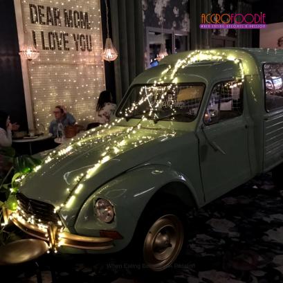 Décoration, voiture année 50