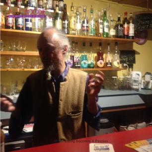 Mr Theo manager de la bascule ubuntu cafe